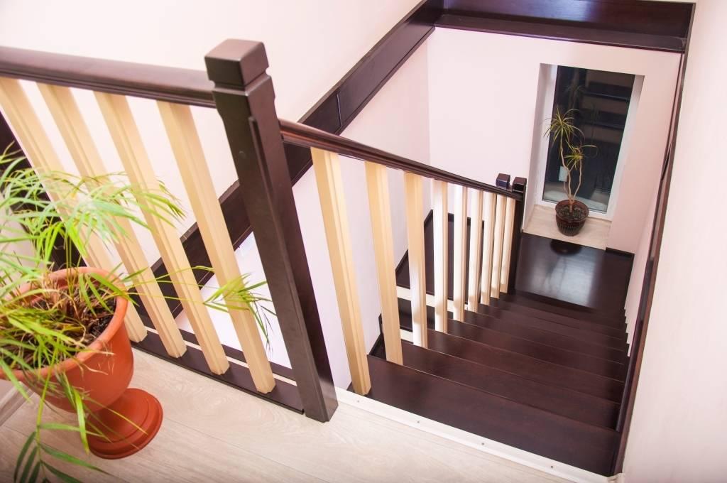 Лестница на металлическом каркасе на второй этаж