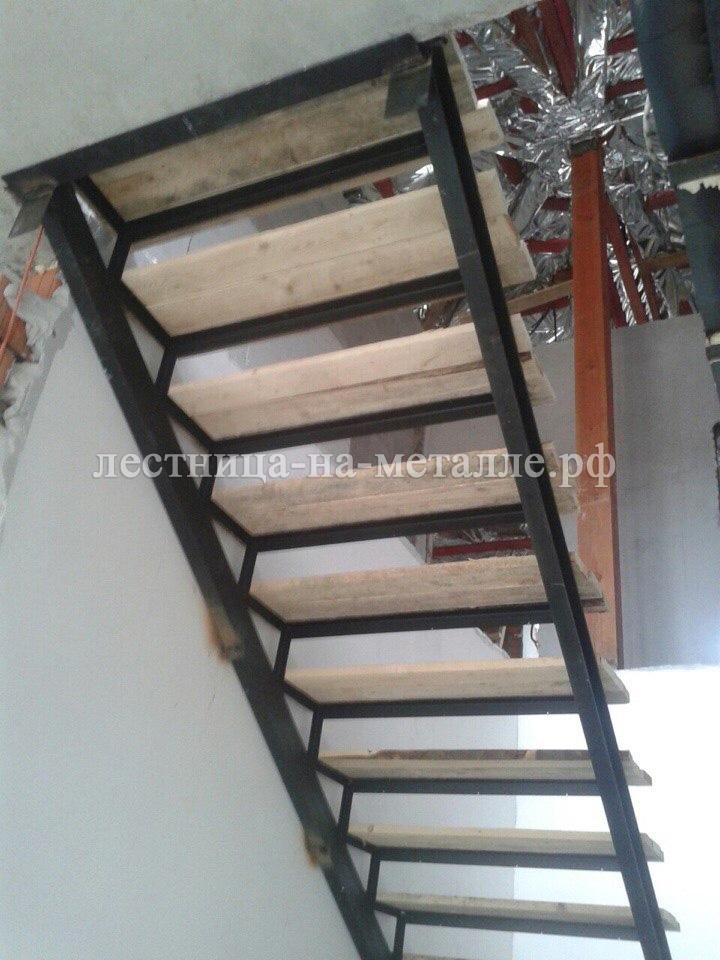 Деревянная лестница своими руками на металлическом каркасе 38