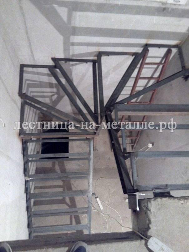 Лестница своими руками из металла с поворотом на 180 39