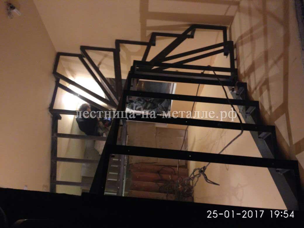 Лестница своими руками из металла с поворотом на 180 49