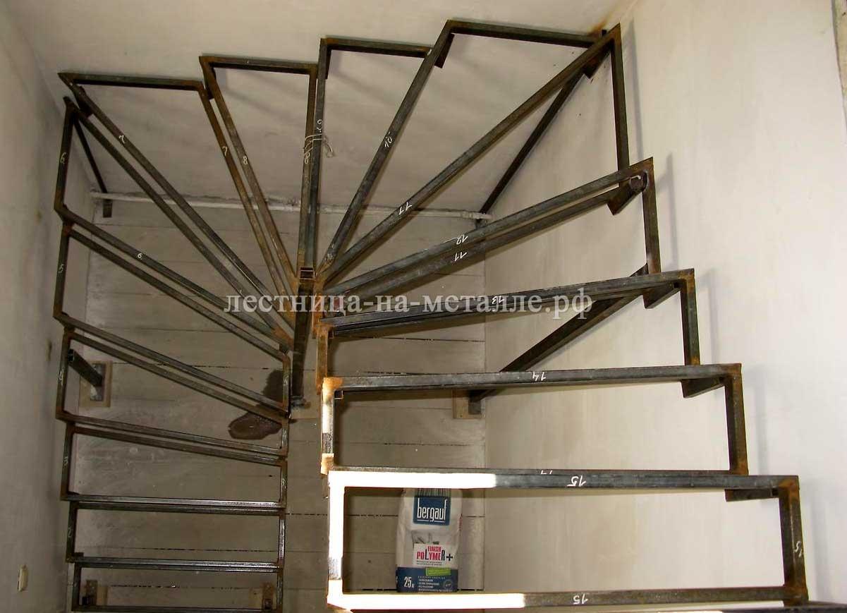 Металлические каркас для лестницы в доме