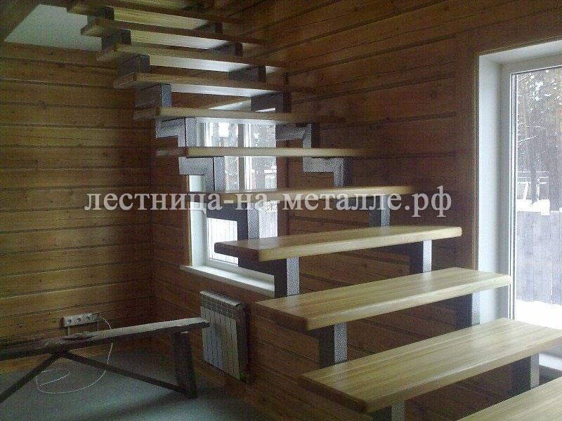 Лестница на второй этаж металлические косоуры