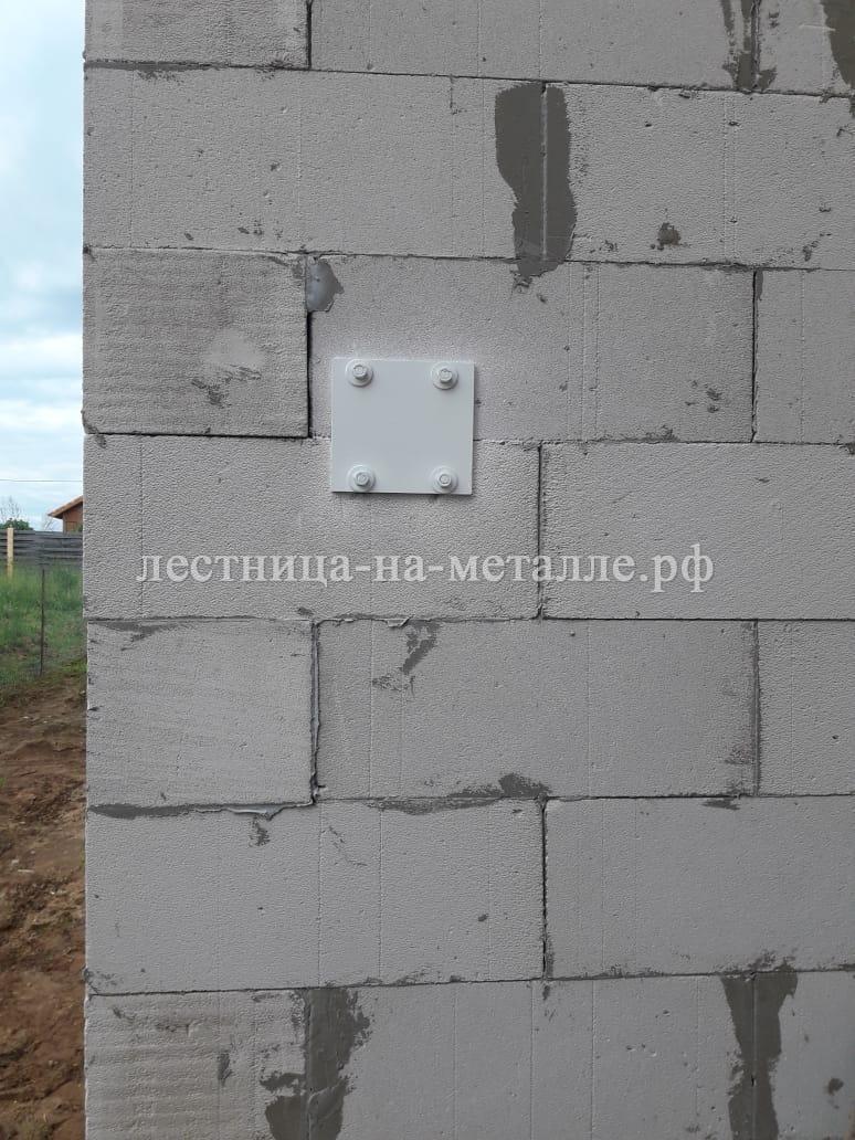 крепление к стенам из пеноблока